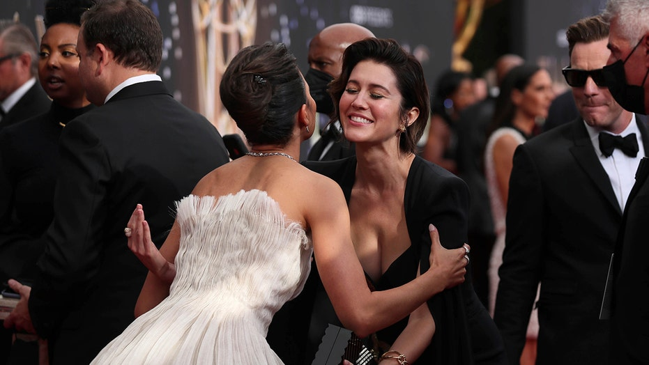 Emmy viewers call out celebs for not wearing masks, social distancing at 2021 show