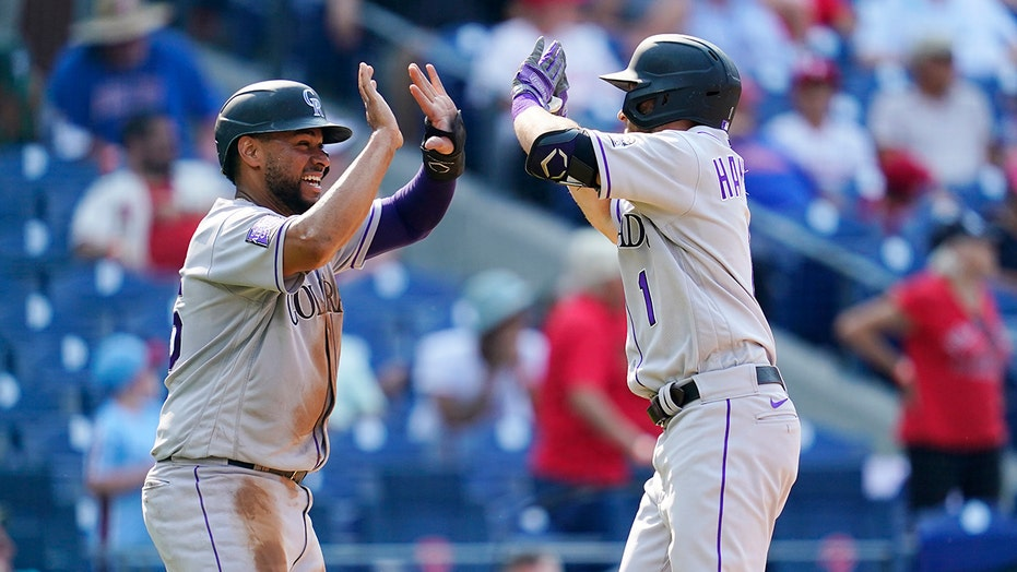 Hampson 2 本垒打, Rockies take 3 的 4 from Phillies