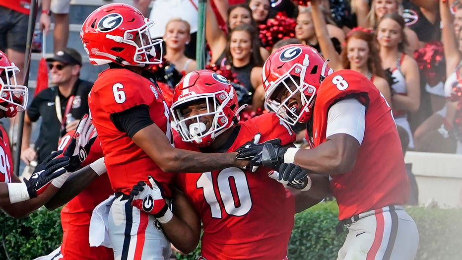 Georgia looking to avoid upset, as they begin SEC play against Gamecocks