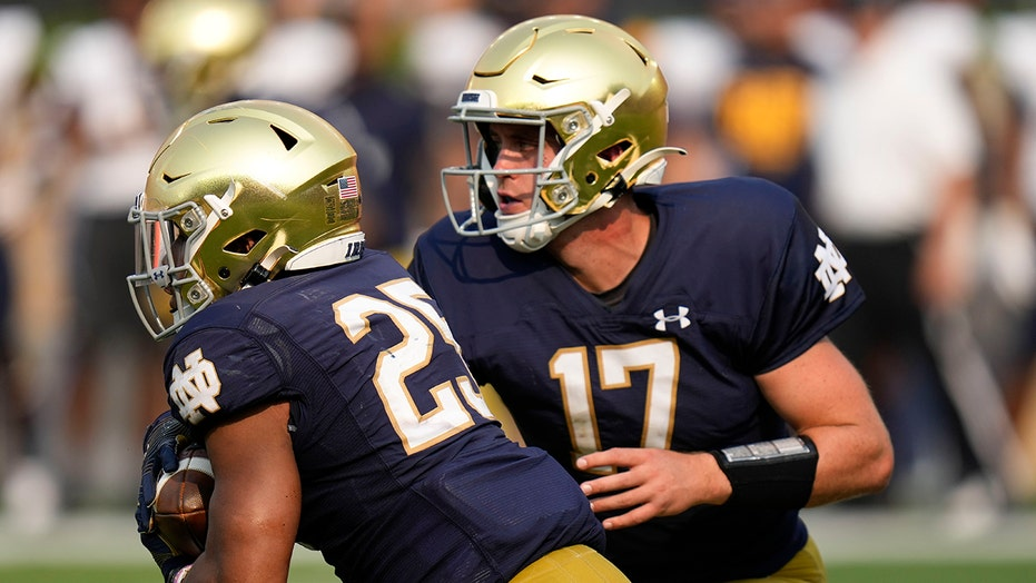 Notre Dame's Jack Coan gets finger popped back into place, throws game-winning TD pass