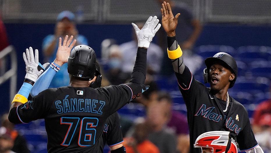 Rojas 2 hits in 7-run burst, Miami ends Phils' 6-game streak