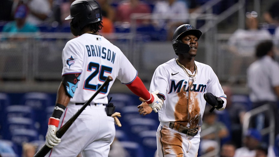 Chisholm's homer in 8th lifts Marlins over Mets 3-2