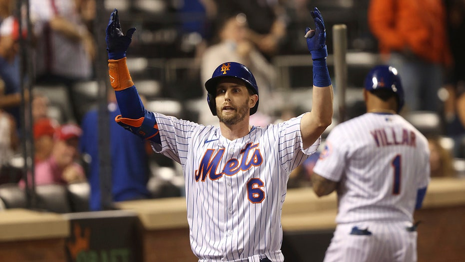 McNeil's homer lifts Mets; Phillies slip in playoff race
