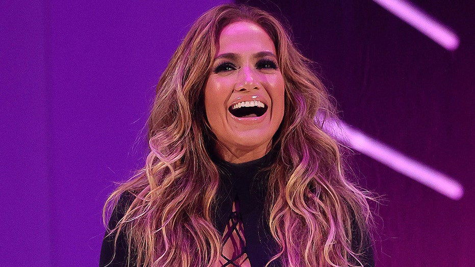 Jennifer Lopez wows with MTV VMAs look days after making red carpet debut with Ben Affleck: 'Let's go'