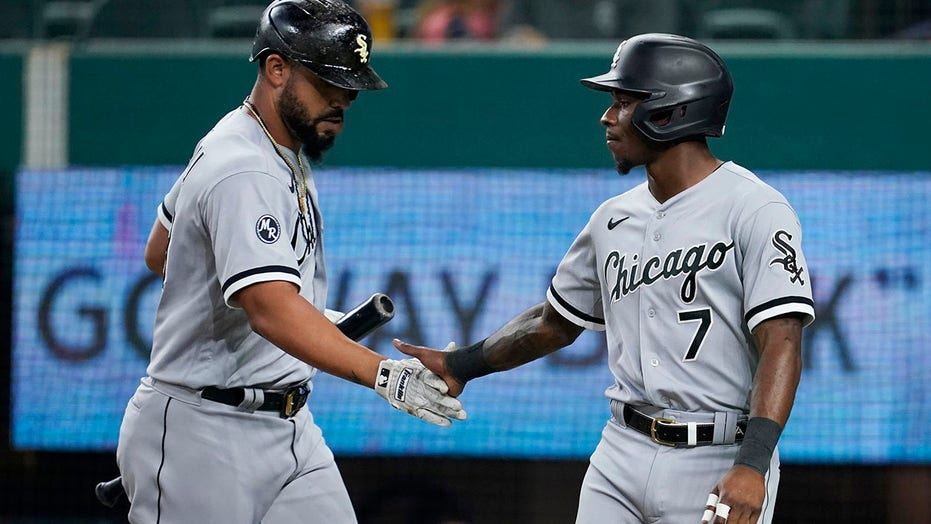 White Sox blank Rangers 8-0 as magic number drops to 5