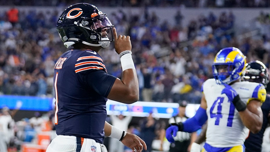 Bears feel pressure to start Justin Fields after rookie's impact in loss vs. Rams