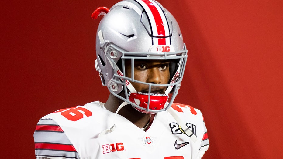 Ohio State's K'Vaughan Pope involved in heated sideline moment: 报告