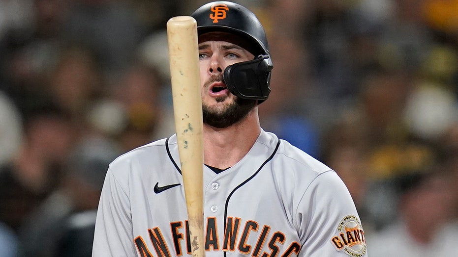 Bryant, Posey lead Giants to 8-6 win over fading Friars
