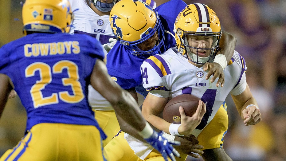 Johnson's 3 TDs help LSU pull away from McNeese in 34-7 ganar