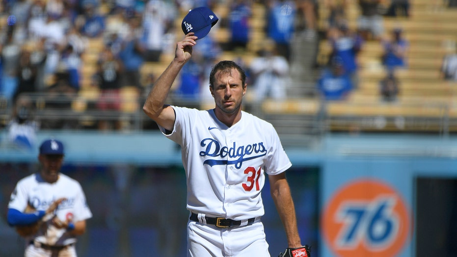 Dodgers' Scherzer gets 3,000th K, near perfecto vs Padres