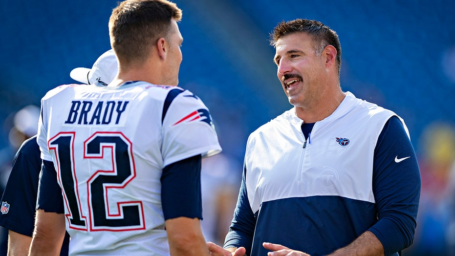 Bucs' Tom Brady roasts former teammate, Titans head coach Mike Vrabel: 'Mike's a real a–h— '