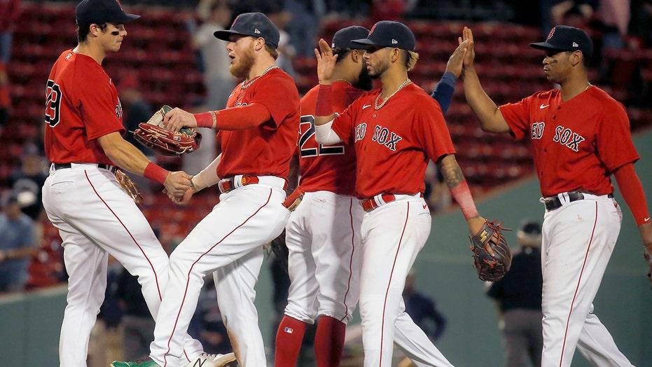 シュヴァルツェンバー, Red Sox beat Indians 8-5 for 3rd straight win