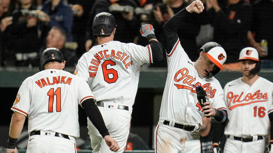 Red Sox lose to Orioles again, tied for second AL wild card