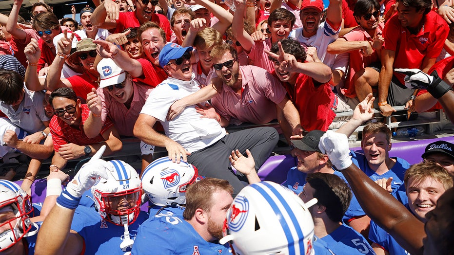 SMU defeats TCU; tries to plant flag on Horned Frogs' logo and brawl ensues