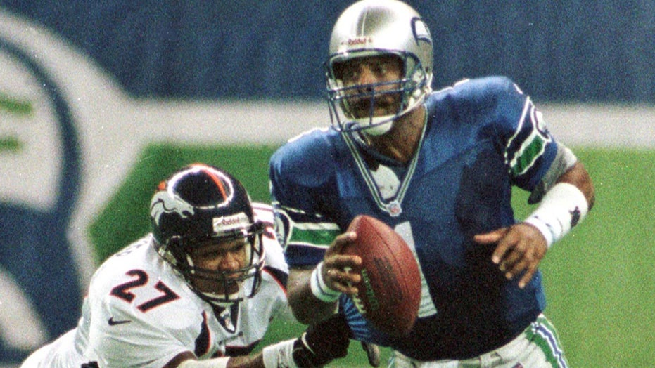 Warren Moon stops by 'Outkick the Tailgate,' has no use for Manning cast