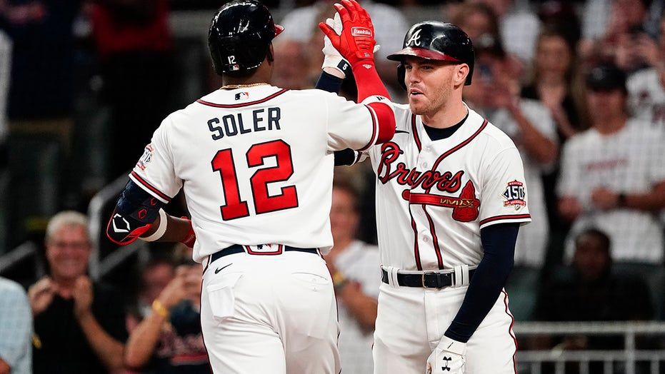 Braves beat Phils for 4th straight NL East title