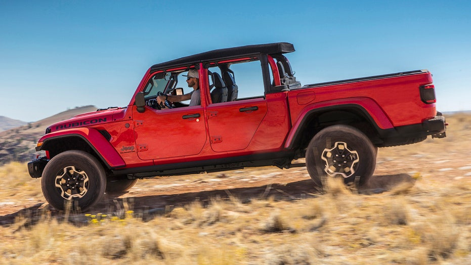 The Jeep Gladiator pickup's doors are getting chopped in half … and that's a good thing