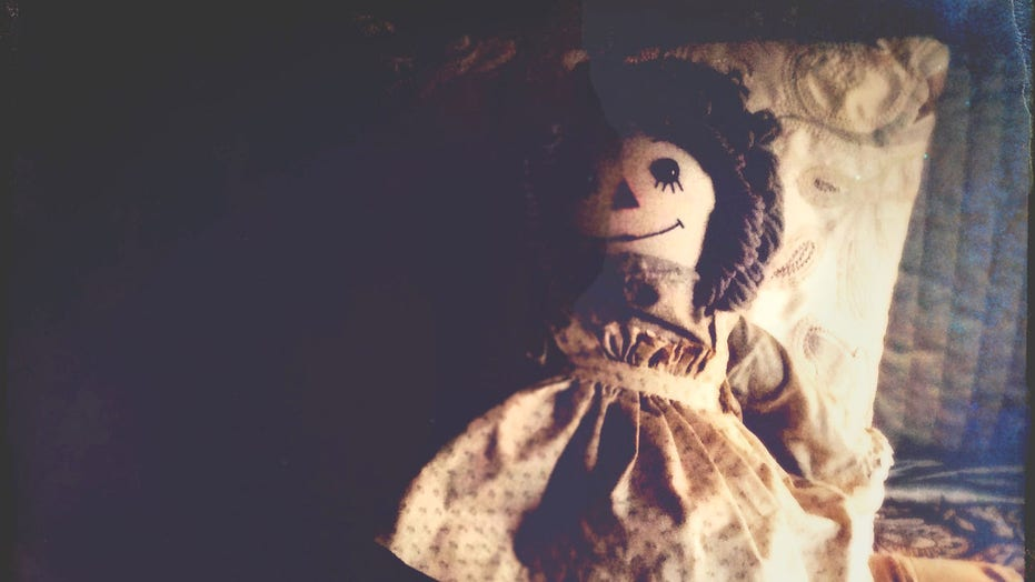 Homeowner finds doll with creepy note hidden behind walls: 'I hope you have knives'