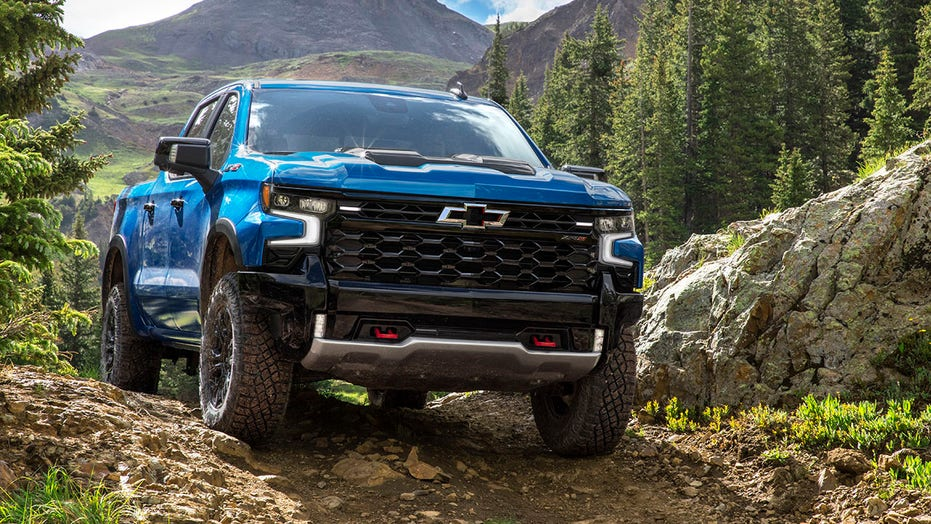 2022 Chevrolet Silverado revealed with ZR2 extreme off-road model and hands-free Super Cruise tech