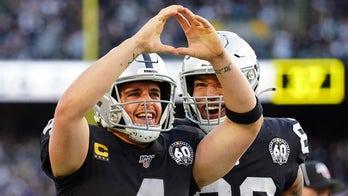 Derek Carr, Darren Waller stepping up as vocal leaders for Raiders, NFL insider says