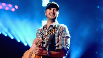 Luke Bryan helps Tennessee mom left stranded after her tire blows