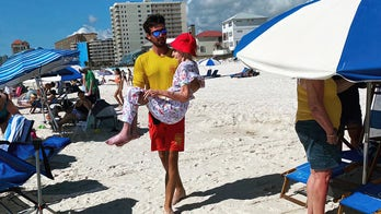 Lifeguards carry 95-year-old to beach every day for 1 week so she can enjoy her vacation