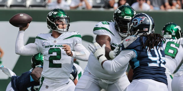 New York Jets quarterback Zach Wilson (2) throws a pass against the Tennessee Titans during the first half at MetLife Stadium.