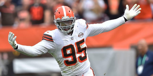 Cleveland Browns defensive end Myles Garrett celebrates after sacking Chicago Bears quarterback Justin Fields during the second half of an NFL football game on Sunday, September 26, 2021, in Cleveland.  (AP Photo / David Richard)