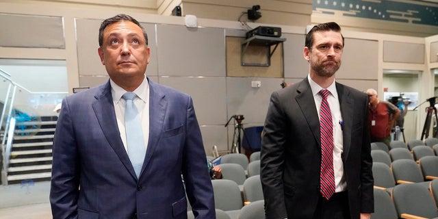 Cảnh sát trưởng Miami, Art Acevedo và luật sư John R. Byrne, đến Tòa thị chính Miami vào thứ Năm để điều trần để xác định công việc của anh ta.  Acevedo bị đình chỉ công tác sau 6 tháng đầy biến động và bị sa thải hôm thứ Năm.