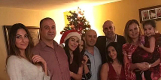 عامر فاخوري يحتفل بعيد الميلاد مع عائلته.