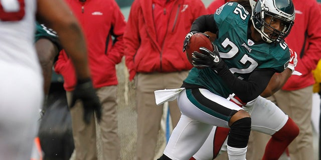 Philadelphia Eagles cornerback Asante Samuel (22) returns an interception for a touchdown against the Arizona Cardinals during the second quarter of their NFL football game in Philadelphia, Pennsylvania.