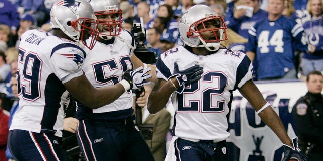 The New England Patriots' Asante Samuel (R) celebrates his touchdown in the second quarter after intercepting Indianapolis Colts quarterback Peyton Manning (not in photo) during the NFL's AFC Championship football game in Indianapolis, Jan. 21, 2007. The Patriots' Rosevelt Colvin (L) and Pierre Woods join the celebration.