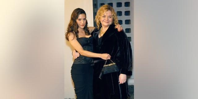 Brittany Murphy và mẹ Sharon Murphy.