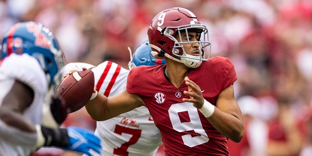 Alabama quarterback Bryce Young (9) throws a touchdown pass under pressure from Mississippi during the first half of an NCAA college football game, Saturday, Oct. 2, 2021, in Tuscaloosa, Ala.