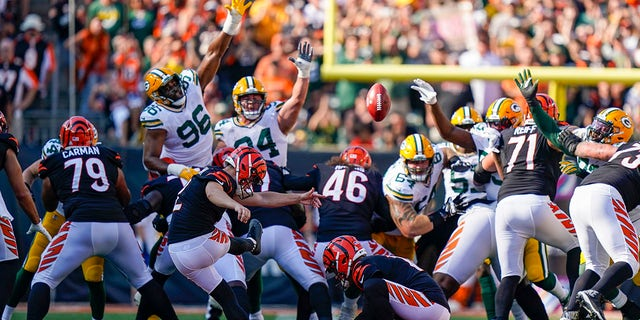 Cincinnati Bengals kicker Evan McPherson (2) misses a field goal against the Green Bay Packers in the second half of an NFL football game in Cincinnati, Sunday, Oct. 10, 2021.