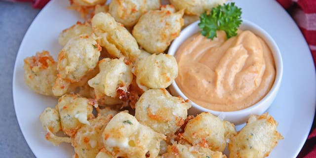 Jessica Formicola from Savory Experiments shares her quick and easy cheese curd recipe with Fox News.