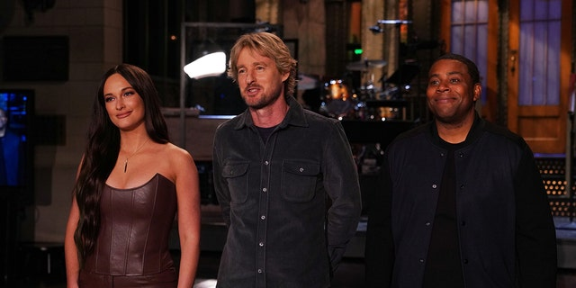 """Musical guest Kacey Musgraves, host Owen Wilson, and Kenan Thompson during Promos in Studio 8H for """"Saturday Night Live"""" on Thursday, Sept. 30, 2021."""