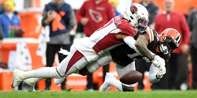 Browns Odell Beckham Jr.  suffers from shoulder injury against the Cardinals, returns to the game