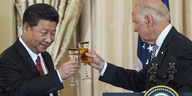 Then Vice President Joe Biden and Chinese President Xi Jinping toast during a State Luncheon for China hosted by US Secretary of State John Kerry on September 25, 2015 at the Department of State in Washington, DC.       AFP PHOTO/PAUL J. RICHARDS    (Photo credit should read PAUL J. RICHARDS/AFP via Getty Images)