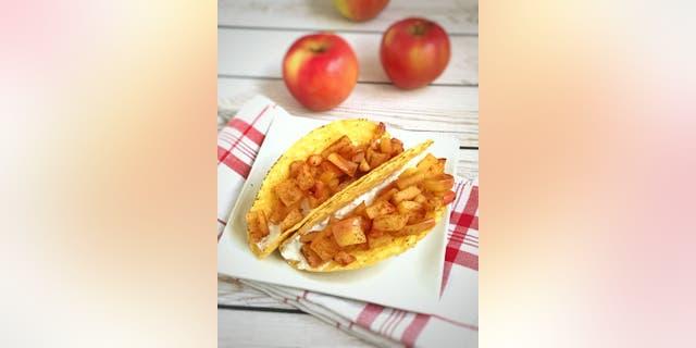 Registered dietician Lauren Harris-Pincus shares her cinnamon apple taco recipe with Fox News.