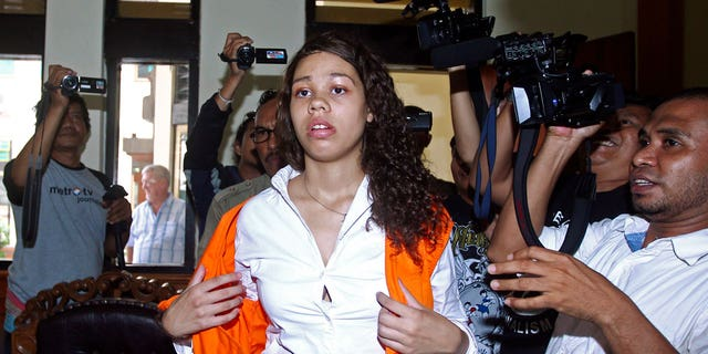 In this Tuesday, April 21, 2015, file photo, Heather Mack of Chicago, center, is mobbed by reporters as he arrives in the courtroom for her sentencing hearing at a district court in Denpasar, Bali, Indonesia. (AP Photo/Firdia Lisnawati, File)
