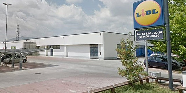 Lidl, a chain of grocery stores headquartered in Germany.