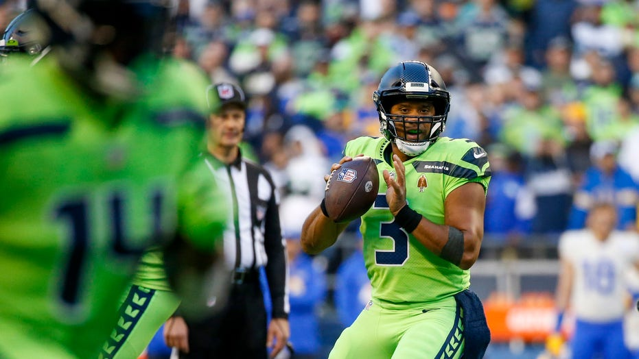 Seahawks' Russell Wilson could return as early as 4 weeks after surgery on injured finger: report