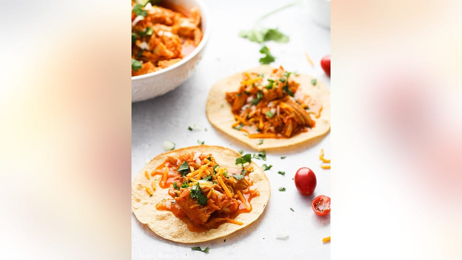 These easy Instant Pot chicken tacos are so simple and flavorful: Get the recipe