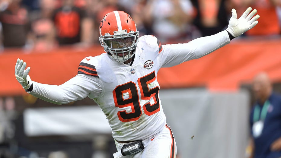 Browns' Myles Garrett decorates house with tombstones of NFL quarterbacks for Halloween