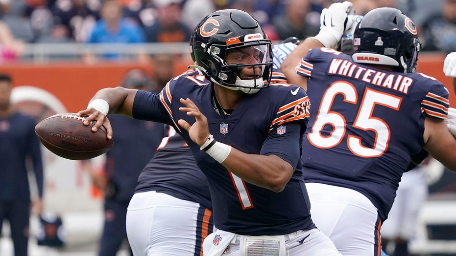 Fields, Bears bounce back to beat winless Lions 24-14