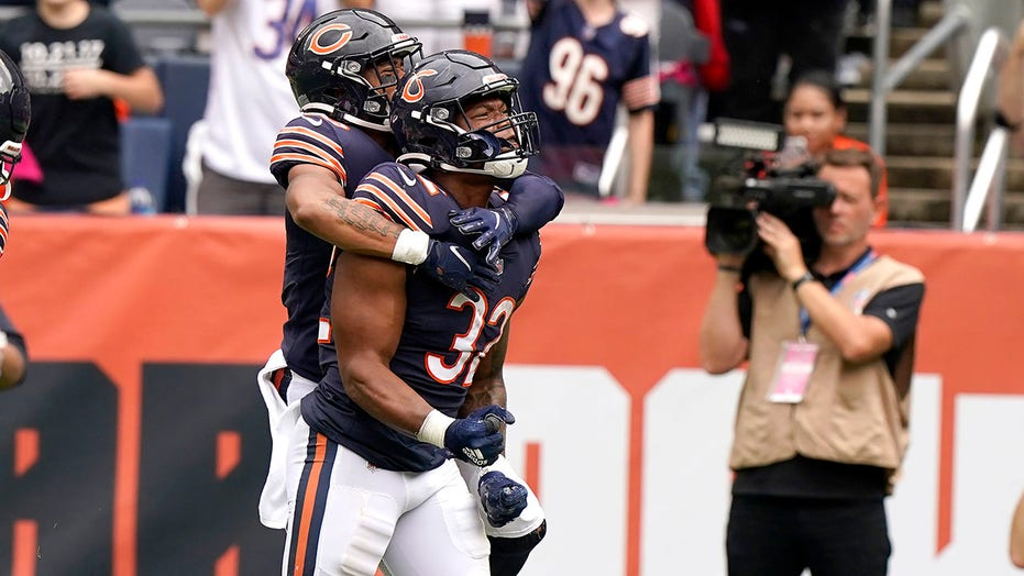 Bears' David Montgomery to miss at least 4 weeks with knee injury: report