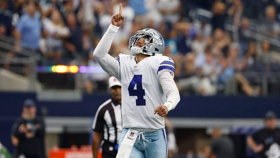 Prescott, Cowboys keep rolling with 36-28 win over Panthers