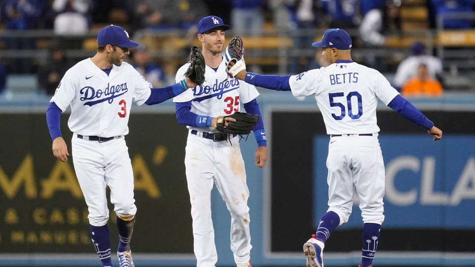 Dodgers beat Giants 7-2, force decisive Game 5 in NLDS