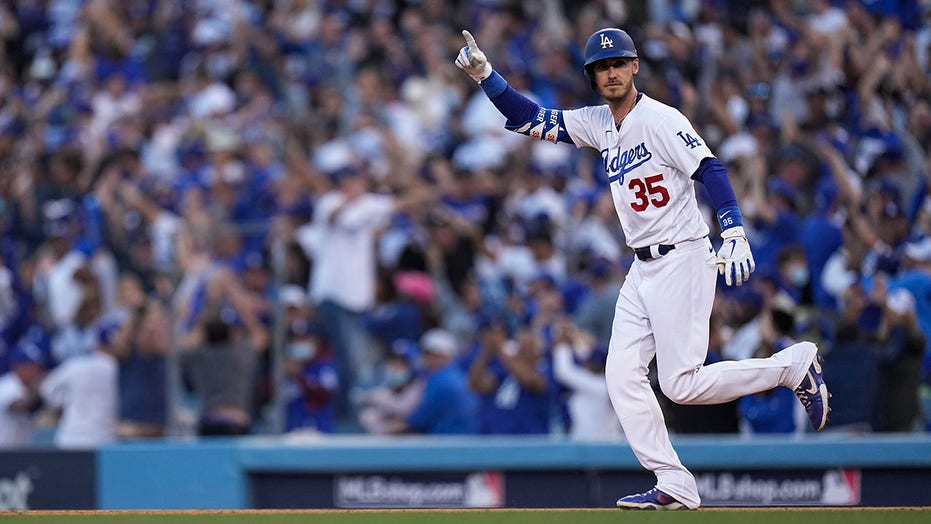 Bellinger, Betts rally Dodgers, cut Braves' NLCS lead to 2-1